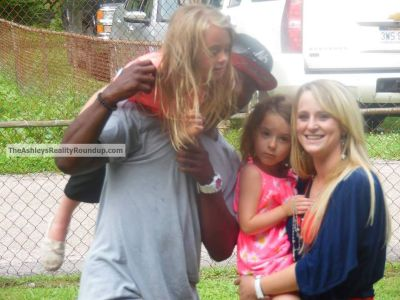 Leah and her twins hung out with T.R. and his family on the 4th of July.