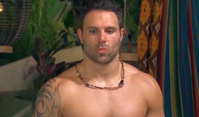 Mikey trying to decide if it's worth pretending to like Juelia in order to get back on this show...