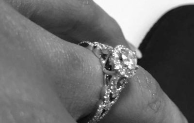 Cleondra showed off her wedding band on Instagram...