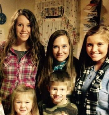 Rachel (center) with her cousins Jill, Jenny and Joy Duggar, and her son.