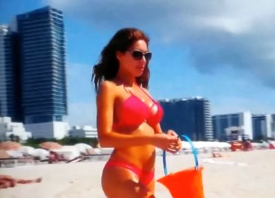 Hopefully everyone is wearing protective eyewear--the plastic sheen coming off Farrah's body could blind beachgoers!